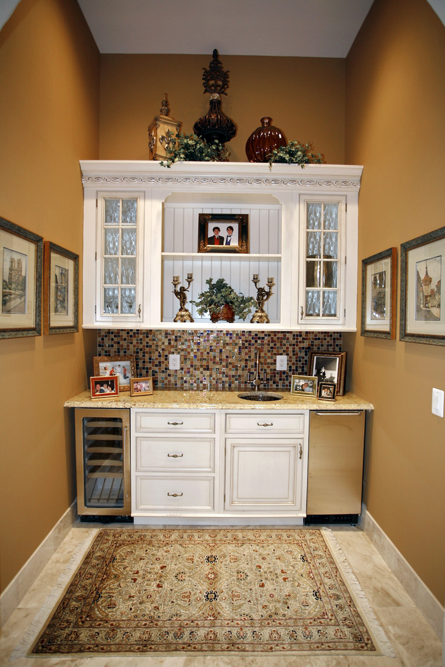 Built-in cabinets in the kitchen