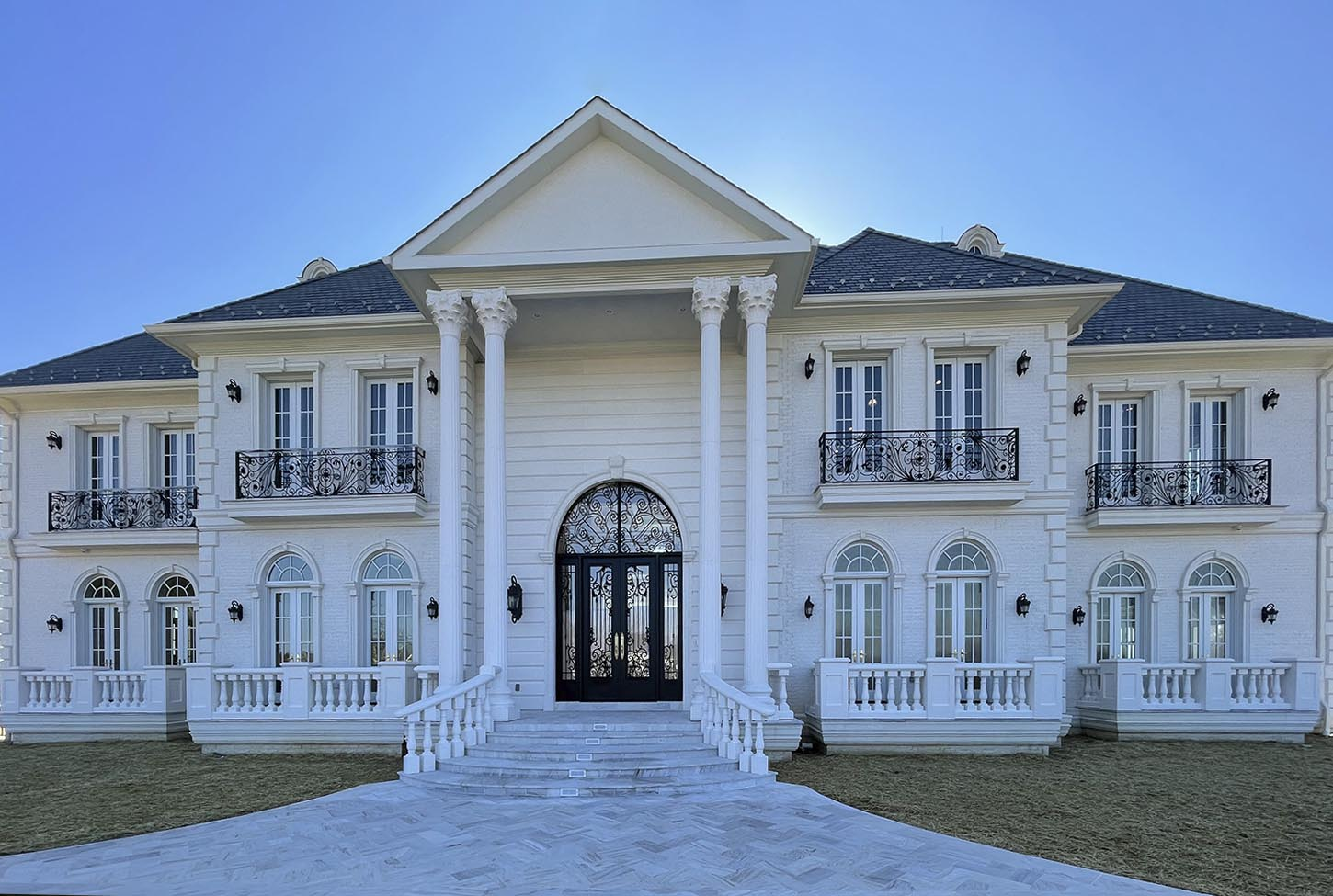 N11 Home and Build Entrance of Estate Potomac, Maryland